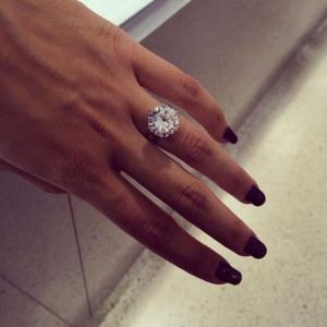 Inele de logodna cu pietre pretioase si cu diamante pentru orice buget, de la jomaz.ro