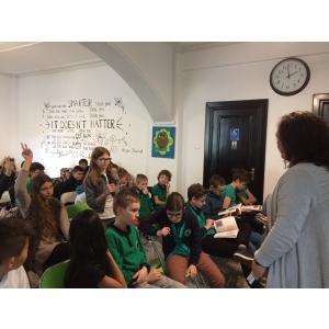 Premii acordate celor mai interesante întrebări adresate de elevi invitaţilor