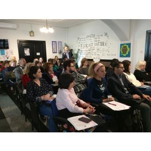 La lansarea care a avut loc la sediul Şcolii Metropolitane ARC, au participat profesori de ştiinte, tehnologie şi IT din  şcolile înscrise în proiect : C.N. Cantemir Vodă, Şcoala Gimnazială 97, Şcoala Gimnazială 143, Şcoala Gimnazială 98, Şcoala Gimnazială 124, Şcoala Genesis, Şcoala Gimnazială145, Şcoala Gimnazială 11, Şcoala Gimnazială 178, Şcoala Gimnazială 175 , Şcoala Metropolitană ARC, C.N. Gheorghe Lazăr.  Şi partenerii Centrul pentru Studii Complexe, Educaţie Privată.ro, Asociaţia CRESTEM, Orăşelul Cunoaşterii, Asociaţia Învaţă să zbori!, EEMATICO, Asociaţia Henri Coanda, Sagal4Care, Hubi's Lab, Asociaţia FaSCInation şi organizatoarea SciKids Festival de Ştiinţă. Ca şi partenerilor media Radio România Cultural, Revista Ştiinţă şi Tehnică, Revista CARIERE.