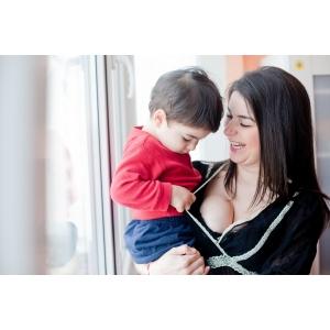 Aniela Petreanu. Aniela Petreanu impreuna cu fiul ei, Carol