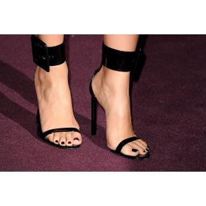 Sandalele cu toc la moda. Cum le porti fara sa te doara picioarele?