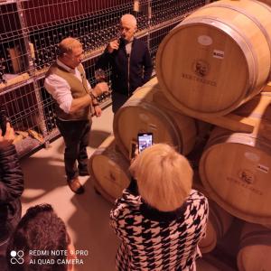 Virgil Ianțu a primit cadou de ziua lui un baric cu vin de la Budureasca