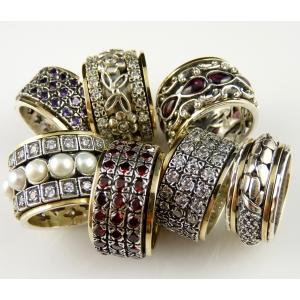 Cel mai mare magazin online cu bijuterii unice din argint lucrate manual in Israel. Serii limitate de seturi cu pietre naturale
