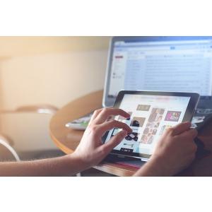 Tehnologia contribuie sau ingreuneaza comunicarea online?