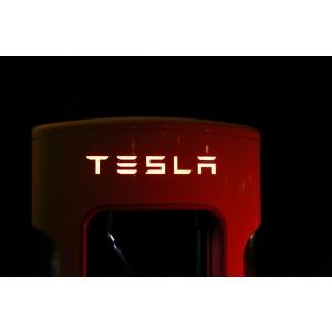 Tesla incaseaza 10.2 miliarde de dolari in vanzari, fara un cent investit in publicitate