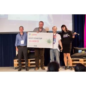 startup. Axosuits, startup care dezvoltă exoscheleţi pentru persoanele cu dizabilităţi, câştigă How to Web Startup Spotlight 2014