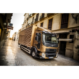 Volvo. Noul Volvo FL este ideal pentru distribuţia din zonele urbane.