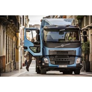 Noile Volvo FE şi Volvo FL – optimizate pentru livrări în oraşe şi suburbii