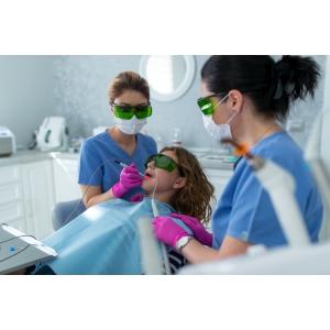La Etiquette Medical Center, clinică stomatologică Târgovişte, se lucrează intens cu laser