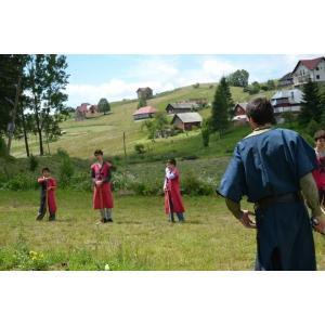 cavaleri. O vacanţă medievală pentru copiii dornici de cunoaştere