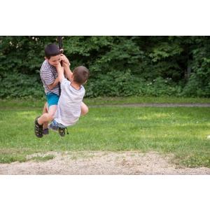 Cum sa pregatesti un loc de joaca pentru copii  -  tobogane, casute de copii