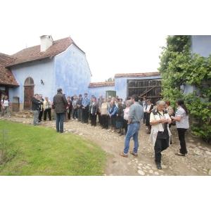 viscri. Participantii la atelier in curtea Altetei Sale Regale
