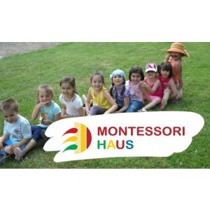 Montessori Haus Timisoara. Montessori Haus Timisoara, la masa rotunda a vacantei