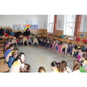Peste 72000 de elevi au experimentat VIATA DE CERCETAS