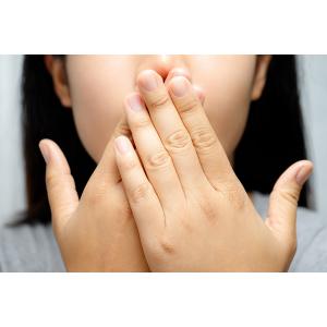 Cum pot nervozitatea și stresul să ducă la uscarea gurii?