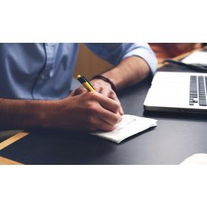 Instrumentele de scris personalizate si beneficiile scrisului de mana