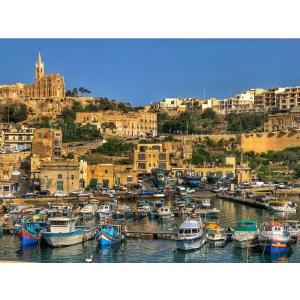 Spui Malta, spui turisti fericiti si fotografii perfecte, de Anul Nou