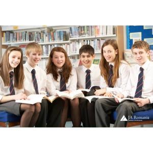 """3.000 de elevi au beneficiat la clasa de programul european de incluziune financiara """"Schimbam vieti"""""""