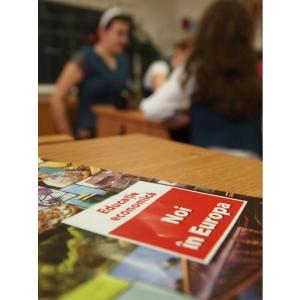 manuale scoalare. Peste 100.000 de elevi au primit gratuit manuale moderne de educatie antreprenoriala si financiara de la Junior Achievement Romania
