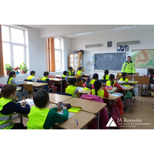 Peste 900 de elevi din 18 localități, mai pregătiți din punct de vedere rutier prin intermediul programului DRUM SIGUR – ABCdar Rutier