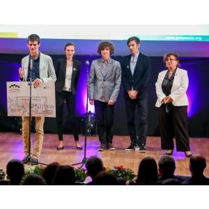 potassium alum. Un licean roman a castigat Alumni Leadership Award in finala europeana Compania anului 2015 de la Berlin