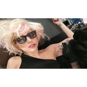 le gaga. Lady Gaga a uimit lumea cu un tatuaj