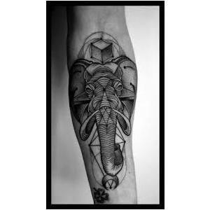tatuaje geometrice. salon tatuaj www.elegancetattoo.ro