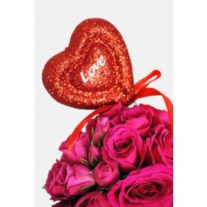 Promotie la buchetele si aranjamentele florale concepute special pentru Ziua Indragostitilor prin www.emeraldgarden.ro florarie online