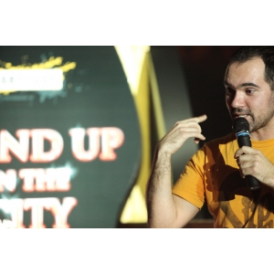 trupa stand up comedy. Teo
