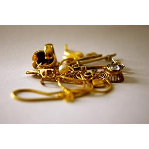 Descopera avantajele de a cumpara bijuterii vechi
