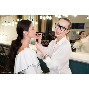 Cântăreața Xonia va deveni makeup artist!
