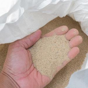 Nisipul cuarțos folosit în procesele de sablare duce la un număr mare de îmbolnăviri de silicoză
