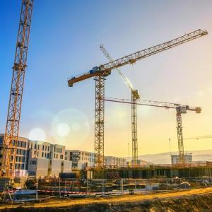 Importanța Materialelor de Sablare Superior Calitative pentru derularea eficientă a lucrărilor în șantiere și ateliere