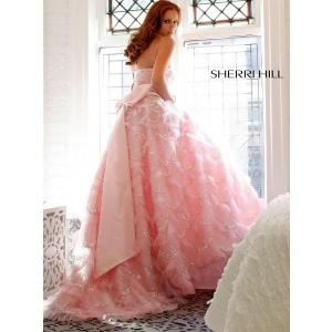 Ivory devine magazinul de lux cu rochii de seara pentru femeile din Romania!
