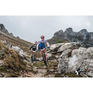 Tomas și Janka, din Slovacia, campionii CARPATHIAN MTB EPIC 2017