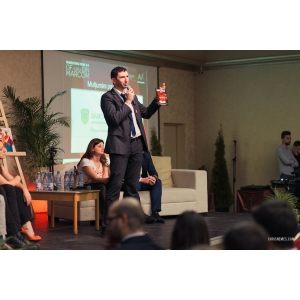 marketing business to business. Victor Gavronschi - MarComics