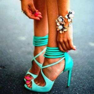 programare site.  Ai lumea la picioare daca alegi sandalele cu toc de pe site-ul Zibra!
