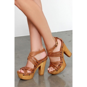 Sandalele cu platforma in tendinta primavara aceasta