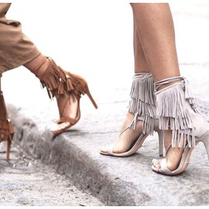 Sandalele cu toc potrivite oricarui stil