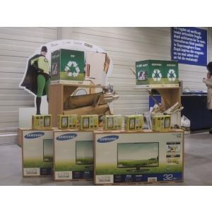 """neoane. """"Eroii reciclării"""" au oferit planetei un cadou de sărbători: mai puţine deşeuri!"""