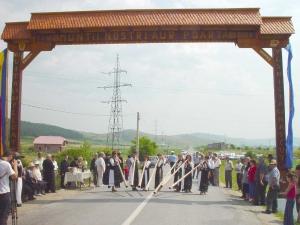 Poarta Turismului Rural din Munţii Apuseni a fost inaugurată sâmbătă 9 iulie la Ampoiţa în judeţul Alba.