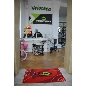 Andana Calinescu. magazinul Veloteca 'DOROBANTI'