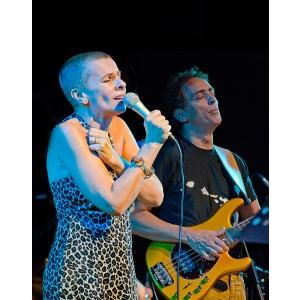 Teodora Enache inregistreaza in SUA, la invitatia basistului si producatorului muzical al lui Carlos Santana