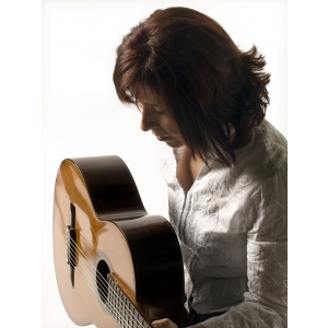 Celebra chitaristă spaniolă Margarita Escarpa, în recital la Bucureşti