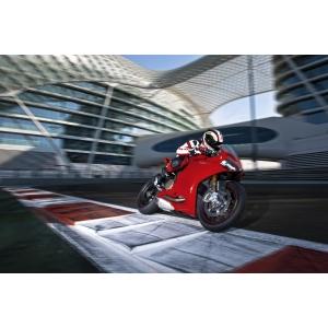 hyperstrada. Ducati Romania vă invită la expoziţiile moto din Bucureşti