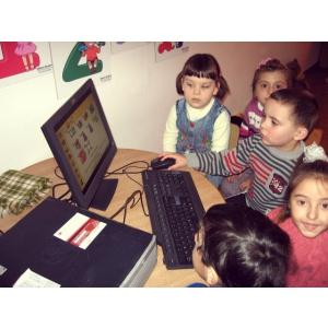 Ateliere Fara Frontiere. Dublu click pe educaţie cu Renault şi ateliere fără frontiere