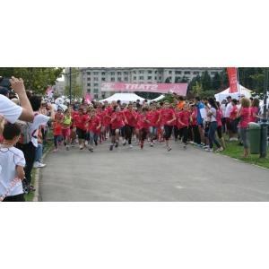 crosul casiopeea. Peste 850 de angajați ai Grupului Renault România s-au înscris la Crosul roz Casiopeea, în 2015