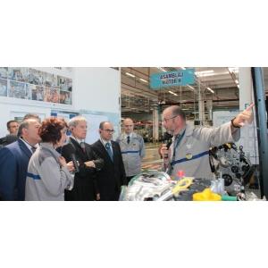 Premierul României, Dacian Cioloș, a vizitat uzinele Dacia