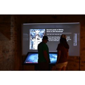 holograma. Un sistem interactiv interesant ce face parte din expozitia permanenta recent deschisa la Cetatea de Scaun a Sucevei