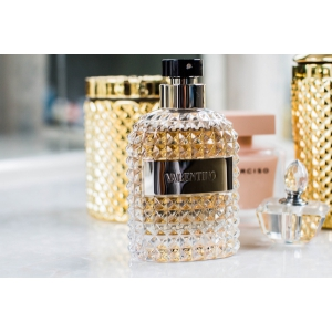 Sondaj: Peste 75% dintre români cumpără parfumuri de Black Friday